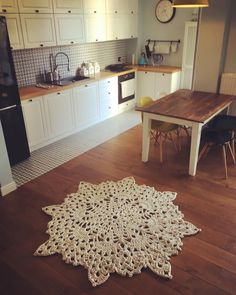 Lill carpet keeping herself cozy. Carpet by Merle Holm. Carpet Design, Floor Design, Animal Print Rug, Cosy, New Homes, Interior Design, Rugs, Kitchen, Home Decor