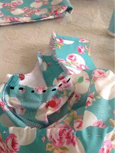 El patchwork de Rosa: Cómo colocar la manga de flamenca. Sewing Patterns, Creative, Sleeves, Diy, Fashion, Baby Dresses, Costume Design, Scrappy Quilts, Flamingo Pattern