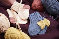 Diy Crochet And Knitting, Knitting Socks, Knit Socks, Welcome Baby, Boot Cuffs, Fingerless Gloves, Animals And Pets, Arm Warmers, Mittens