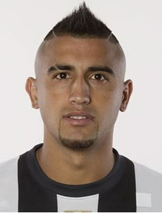 Arturo Vidal Dark Complexion, Good Soccer Players, Juventus Fc, My People, Pin Up, Football, Grande, Chile, Madrid