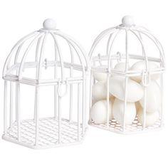 2 boîtes à dragées en forme de cage à oiseaux blanche, dim. 6,5x6,5xh.8,5 cm, métal. Vendu sans dragées.