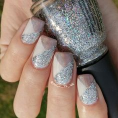 I've wanted to do a mani like this ever since I started doing nails last year. It's one of the first I saw on pinterest but unfortunately couldn't find the original so I'm not sure who did them! If anyone does know I'd love to find out  For this I used: @chinaglazeofficial Nova  @opinailsuk Cream in my coffee  @colorclubuk Cherubic