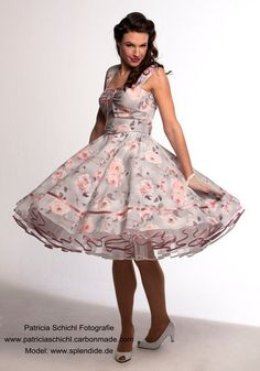 Petticoat Dresses - Where to buy in CH? Vintage Dresses 50s, Vintage Lace, Rockabilly Dresses, 1950s Dresses, Unique Vintage, Pretty Dresses, Beautiful Dresses, Dance Dresses, Summer Dresses