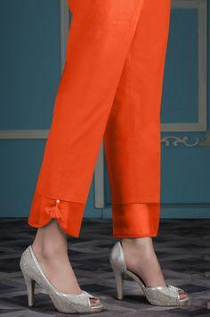 indian designer wear Bu k sezonunda pantolonlarda farkl kesimler, farkl renkler ve tarzlar ykselite. Sizin iin derlediimiz pantolon modellerine bir gz atn ve trendin gerisinde kalm Plazzo Pants, Salwar Pants, Trouser Pants, Palazzo Trousers, Patiala Salwar, Kurti Sleeves Design, Sleeves Designs For Dresses, Sleeve Designs, Salwar Designs