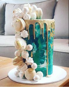 "C A K E S B Y H A N A N's Instagram photo: ""💗💚💗 . . . . #cake_me_pretty #birthdaycake #engagement #weddingcake #wedding #weddinginspo #torta #buzzfeedfood #cake_me_pretty…"" Cake Decorating Techniques, Cake Decorating Tips, Green Birthday Cakes, Birthday Ideas, Fiesta Cake, Green Cake, Masterchef, Un Cake, Wedding Desserts"