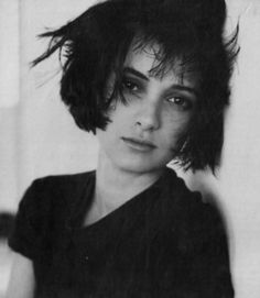 beauty cute adorable Black and White b&w actress beetlejuice teenager babe edward scissorhands winona ryder Kim dracula Heathers veronica Lydia Deetz dream girl mina murray elisabeta great balls of fire 17 years old young winona ryder Myra Gale Brown