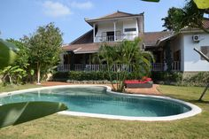 Nice looking 3 bedrooms villa with pool situated in Canggu near from the famous Canggu Club, 5-10 minutes to Berawa Beach and other surfing spots.