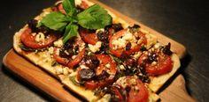 Roasted Tomato and Portobello Flatbread Pizza:  Yummm I think it's time to make a pizza! :-)