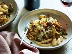 Get 40 Clove of Garlic Chicken Alfredo Recipe from Food Network Pasta Recipes, Chicken Recipes, Dinner Recipes, Cooking Recipes, Casserole Recipes, Keto Recipes, Recipe Chicken, Entree Recipes, Turkey Recipes
