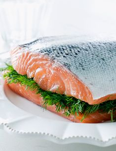 Gravad lax   Seasons.nl White Plates, Salmon Burgers, Meat, Ethnic Recipes, Lunches, Food Ideas, Seasons, Party, Food Food