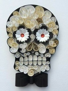 "Mexican Calaveras, the famous ""Sugar Skull"" of the Day of the Dead on quilling to celebrate this beautiful mexican tradition. Origami And Quilling, Quilled Paper Art, Quilling Paper Craft, Paper Crafts, Quilling Ideas, Mexican Skulls, Mexican Folk Art, Candy Skulls, Sugar Skulls"