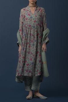 Best Trendy Outfits Part 35 Pakistani Dresses, Indian Dresses, Indian Outfits, Indian Attire, Indian Ethnic Wear, Kurta Designs Women, Blouse Designs, Indian Designer Outfits, Designer Dresses
