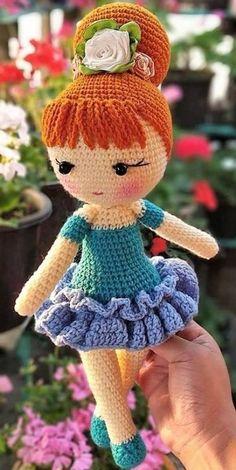 Curso de amigurumi online Com um passo a passo simples e fácil. Doll Amigurumi Free Pattern, Crochet Dolls Free Patterns, Crochet Square Patterns, Crochet Doll Pattern, Amigurumi Doll, Diy Crafts Crochet, Cute Crochet, Crochet Baby, Crochet Projects