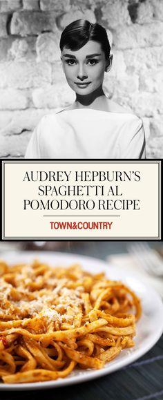 You'll Want to Bookmark Audrey Hepburn's Spaghetti al Pomodoro Recipe - Site Pasta Pomodoro Recipe, Spaghetti Al Pomodoro, Recipe Pasta, Spaghetti Sauce, Sauce Recipes, Pasta Recipes, Dinner Recipes, Cooking Recipes, Gnocchi Recipes