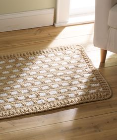 Add a modern touch to your home decor with this Contemporary Classic Crochet Rug. Made with Red Heart Super Saver Chunky yarn, this free crochet pattern works up in the blink of an eye. This crochet rug measures 38 inches wide and 24 inches long. Crochet Rug Patterns, Crochet Motifs, Knitting Patterns, Crochet Rugs, Crochet Gratis, Free Crochet, Simple Crochet, Carpet Crochet, Knit Rug