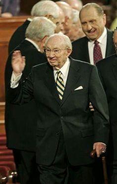 Pres. Monson President Monson, Presidents, Suit Jacket, Suits, Jackets, Fashion, Down Jackets, Moda, Fashion Styles