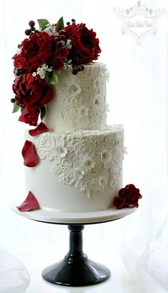 Wedding cake idea; Featured Cake: Leslea Matsis Cakes