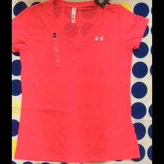 NWT Under Armour light weight Tshirt sz.small NWT Under Armour light weight T-shirt size small Under Armour Tops Tees - Short Sleeve