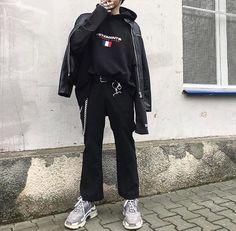 Vetements x Balenciaga Aesthetic Fashion, Aesthetic Clothes, Urban Aesthetic, Korean Streetwear, Streetwear Fashion, Monochrome Fashion, Grunge Fashion, Look 2018, Urban Outfits