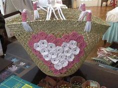 capazo verano Didal Bead Embroidery Jewelry, Beaded Embroidery, Lace Bag, Straw Handbags, Basket Bag, Artisanal, Straw Bag, Bamboo, Embellishments