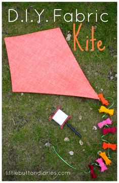 DIY Fabric Kite by little button diaries fabric crafts Kites For Kids, Diy For Kids, Crafts For Kids, Xmas Crafts, Summer Crafts, Book Crafts, Alphabet Crafts, Toddler Crafts, Japan Design
