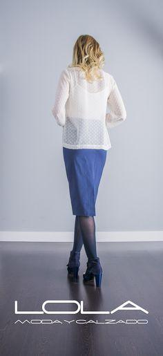 Necesitas una blusa como esta.  Pincha este enlace para comprar tu blusa en nuestra tienda on line:  http://lolamodaycalzado.es/otono-invierno-2016/856-blusa-en-crudo-de-oky-coky.html