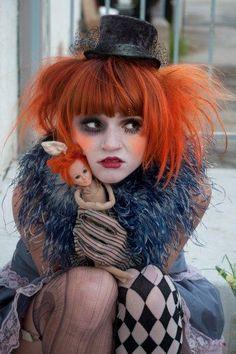 I hate clowns but she is adorable Halloween Kostüm, Halloween Makeup, Halloween Costumes, Tim Walker, Clowns, Clown Maske, Circus Fashion, Pierrot Clown, Circo Vintage