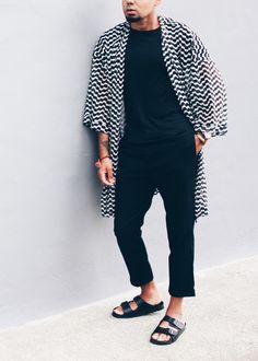 Black & White Kimono + Slide Sandal Kimono // ASOS -- T-Shirt // H&M -- Trousers // Zara -- Sandals // ASOS Mens Kimono Shirt, Male Kimono, White Kimono, Mens Style Guide, Minimalist Fashion, Capsule Wardrobe, Men Dress