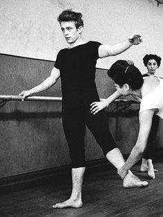 James Dean beim Ballettunterricht, Quelle: Dennis Stock: James Dean - Bilder einer Legende, Knesebeck Verlag 2005