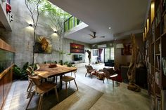 Interior Courtyard Mediterranean House Plans With Inside Awesome Acadian One Story Style.tree inside house design no brewery distribution.View In Gallery Inside Out House Interior Courtyard Design Ideas.Full Size of Home… Indoor Courtyard, Courtyard House, Chinese Courtyard, Indoor Garden, Terraced House, Home Interior Design, Interior Architecture, Chinese Architecture, Interior Garden