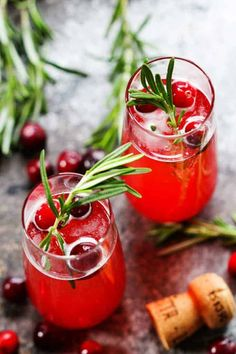 """Christmas Cocktails and Mocktails - Fun and Festive Christmas Cocktails - These Fun Christmas Cocktails Ideas are sure to be a hit at your holiday party! This list even includes some """"mocktails"""" for the little ones! #19festivechristmascocktailsandmocktails Cocktail And Mocktail, Cocktail Recipes, Drink Recipes, Champagne Cocktail, Margarita Recipes, Christmas Cocktails, Holiday Cocktails, Christmas Recipes, Christmas Time"""