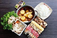 Trổ tài nội trợ cùng cách nấu lẩu nấm hải sản ngon như ngoài hàng Những món như lẩu đồ nướng các món hải sản là một trong những sự lựa lựa chọn tối ưu nhất trong những bữa ăn sum họp hoặc liên hoan cuối năm của mọi gia đình. Nhưng khi nhất đến vấn đề an toàn vệ sinh thực phẩm đã và đang diễn ra hiện nay là nỗi lo ngại lớn của nhiều người bên cạnh đó việc các bạn thường xuyên tự tay nấu ăn cho gia đình hàng ngày cung nhưng chuẩn bị một nồi lẩu vừa thơm vừa ngon cho cả nhà thưởng thức thì quả…