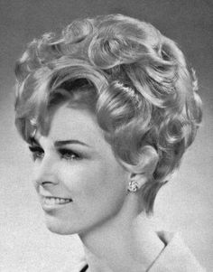 A vintage pic from Modern Beauty Shop. This style would work fine today IMO. Roller Set Hairstyles, 1950s Hairstyles, Vintage Hairstyles, Wig Hairstyles, Classic Hairstyles, Short Curly Hair, Curly Hair Styles, Musical Hair, 1960s Hair