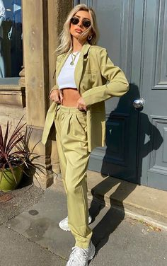 Sage Green Woven High Waisted Cigarette Pants Green Pants Outfit, Green Blazer, Green Outfits, Aesthetic Fashion, Aesthetic Clothes, High Waisted Cigarette Trousers, Style Vert, Costume Vert, Green Suit