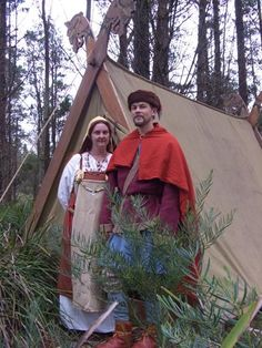 Christobel and Peters Homepage. Page FULL of historical costuming designs Viking Clothing, Historical Clothing, Vikings, Viking Camp, Prehistoric Period, Viking Reenactment, Viking Dress, Shield Maiden, Renaissance Fair
