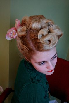 Pin curls! victory rolls, up do hair, 40s updo, retro hair, vintage hair, pin curls, girl hairstyles, braid hair, 40s hair