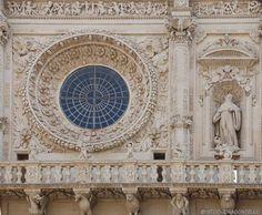 Ein Apulien-Urlaub bietet Badefreuden pur, aber auch interessante Ausflüge nach Ostuni und Lecce. Hier die besten Tipps!