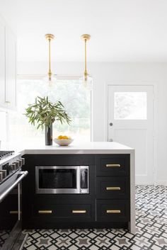 in love with these cabinets + pulls
