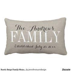 Rustikales beige Familien-Monogramm und Kissen