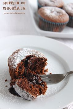 muffins cu ciocolata, reteta briose cu ciocolata No Cook Desserts, Just Desserts, Sweet Recipes, Cake Recipes, Bread Bar, Cake Bars, Lava Cakes, Chocolate Muffins, Breakfast Dessert