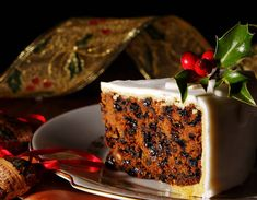 A Delicious recipe for marzipan coated Christmas Cake. Marzipan Frosted Christmas Cake Recipe from Grandmothers Kitchen. Christmas Cake Recipe Traditional, Bolo Grande, Vegan Christmas, Christmas Recipes, Christmas Eve, Christmas Cakes, Christmas Sweets, Father Christmas, Christmas Baking