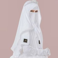 √ Niqab Recommended For You Muslimah Wedding Dress, Hijab Style Dress, Muslim Wedding Dresses, Muslim Brides, Muslim Girls, Dress Muslimah, Beautiful Muslim Women, Beautiful Hijab, Hijabi Girl