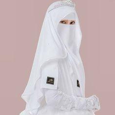 √ Niqab Recommended For You Muslimah Wedding Dress, Hijab Style Dress, Muslim Wedding Dresses, Muslim Brides, Muslim Girls, Dress Muslimah, Wedding Hijab, Niqab Fashion, Muslim Fashion