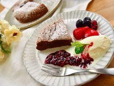 炊飯器でガトーショコラを作っちゃえ♩簡単すぎて罪悪感すら感じるレベル! - macaroni
