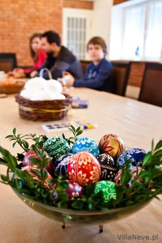 Decorating Easter eggs - Preparation of Easter baskets #easter #tradition #easterbasket #polishtradition #bieszczady #ustrzykidolne #ustrzyki #eastereggs #eggs #colours