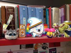 {libros + juguetes}