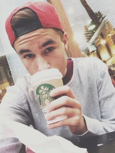Kian Lawley, YouTuber; or typical white girl? 95% of people get this wrong.