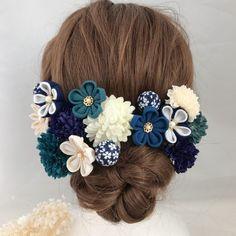 ✿ 髪飾り セット ✿❁ つまみ細工小花 髪飾り 和装(色打掛 振袖)つまみ細工とアーティシャルフラワーをセットにして、華やかに可愛らしい髪飾りを創りました。つまみ細工小花 、アーティシャルフラワーは一つ一つUピン仕上げですので、髪型にあわせて飾りやすくお使いいただけパーツの組み合わせによって様々なシーンでも身に着けていただけます。*****************************************************【サイズ】❁つまみ細工❁小花:約3〜4cm❁アーティフィシャルフラワー❁ピンポンマム:約4.5cmミニピンポンマム:約3.5cmUピン部分:約5.5cm【素材】一越ちりめん・コットンパール・スチールアーティシャルフラワー Handmade Accessories, Hair Accessories, Girl Hairstyles, Wedding Hairstyles, Girl Hair Drawing, Japanese Hairstyle, Kanzashi Flowers, Ribbon Art, How To Draw Hair