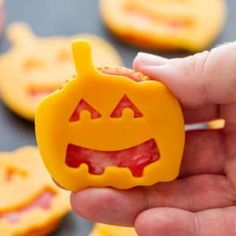 Halloween snacks made with Ritz crackers are fun to make and only take minutes to prepare! Easily customizable, these easy Halloween appetizers should not be missing from your Halloween party menu. Halloween Fingerfood, Halloween Snacks For Kids, Salami Chips, Califlour Recipes, Seafood Recipes, Pasta Recipes, Vegan Recipes, Mascapone Recipes, Galletas Ritz