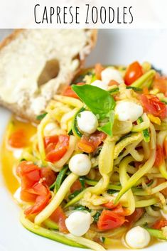 Could You Eat Pizza With Sort Two Diabetic Issues? These Caprese Zoodles Are An Easy Weeknight Meal And A Great Way To Add An Extra Dimension To A Classic Caprese. Easy Weeknight Dinners, Easy Meals, Pasta Recipes, Dinner Recipes, Quiche Recipes, Eat Pizza, Easy Healthy Recipes, Delicious Recipes, Tasty Dishes